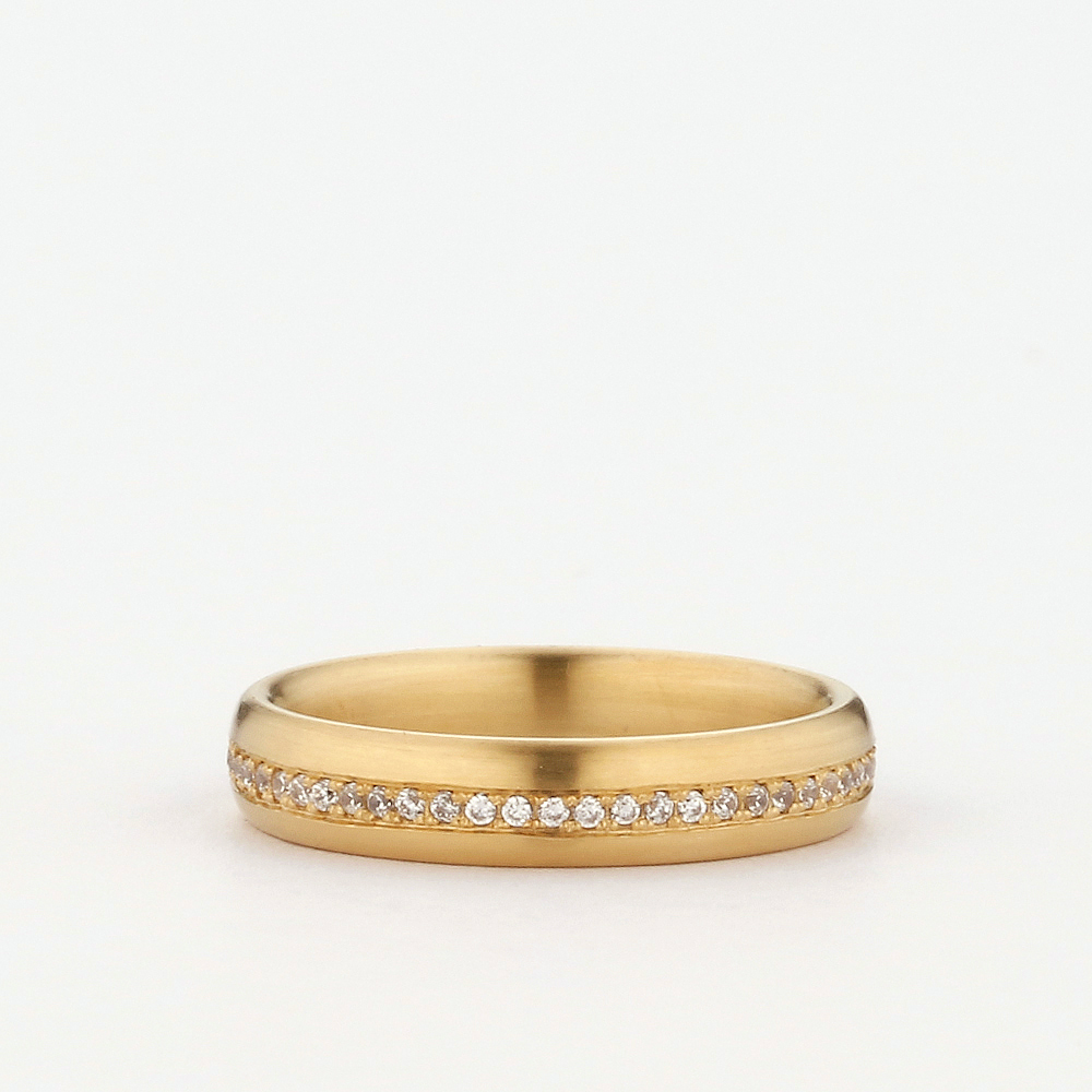 4MM OVAL BAND WITH PAVE DIAMOND