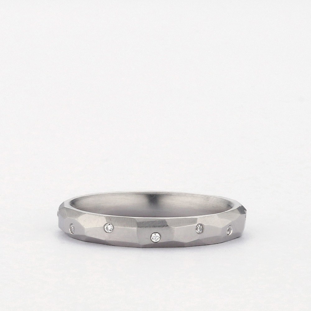 3MM CHISELED BAND WITH 12 DIAMOND